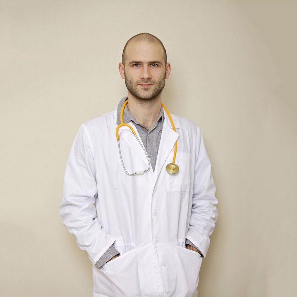 Doctor  Dr. Roy Nowakowski team03 600x600